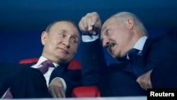 Президент России Владимир Путин и президент Беларуси Александр Лукашенко, архивное фото
