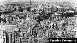 Разрушенный Дрезден вскоре после бомбардировки. 1945 год