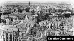 Разбураны Дрэздэн неўзабаве пасьля бамбардзіроўкі. 1945