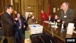 Шефот на мисијата на ОБСЕ Хозе Луис Хереро на избирачко место во Тетово