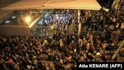Демонстрация иранских студентов после акции в память о жертвах гибели самолета Boeing 737. Протестная акция прошла вслед за признанием командования Корпуса стражей исламской революции факта удара ракетами по гражданскому пассажирскому самолёту.