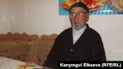 Согуштун ардагери, 88 жаштагы Токтогул ата азыр Бишкектеги жатаканалардын биринде күн кечирет.