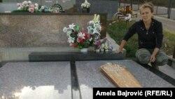 Moj otac nije želeo sahranjivanje uz sveštenika, a o krstu na spomeniku da ne pričam: Nelica Grujić