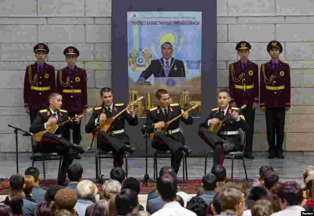 Cadets play the dombra at the opening of the exhibition in the Central National Museum.