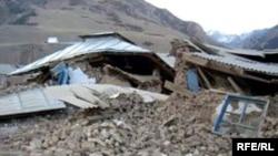 Былтыр 5-октябрда 8 баллга жеткен зилзаладан Алайдын Нура айылы дээрлик толугу менен кыйрап, 75 адам ажал тапкан.