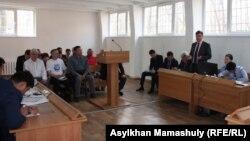В зале суда по иску ОСДП против маслихата города Алматы. 14 апреля 2015 года.