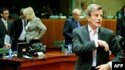 برنار کوشنر در نشست وزیران اتحادیه اروپایی در مورد بررسی اختلال ماهوارهای از سوی ایران