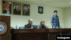 Рамзан Кадыраў прадстаўляе новага кіраўніка паліцыі Грознага Хас-Магамэда Кадырава (справа)