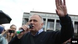 Микола Статкевич під час мітингу в Мінську, 3 липня 2017 року