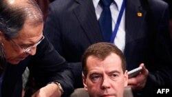 Președintele Dmitri Medvedev și ministrul de externe Sergei Lavrov la summitul de la Washington