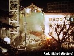 Наслідки ракетного удару в Белграді по студії державного Радіо і телебачення Сербії (РТС)