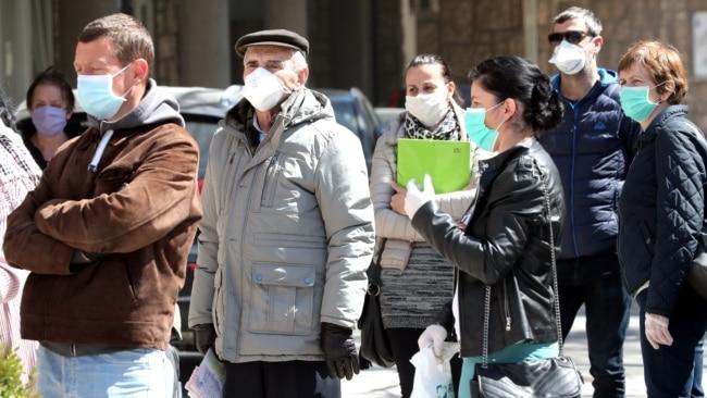 Sarajlije nose zaštitne maske