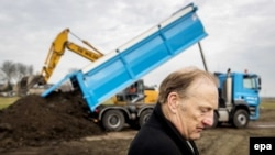 Evert van Zijtveld, whose children and parents-in-law died on Flight MH17, stands near the construction site of a Dutch memorial monument to the victims of the catastrophe. (file photo)