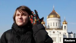 Екатерина Самуцевич у Храма Христа Спасителя в Москве