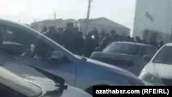Очередь за мукой в Дашогузской области Туркменистана.