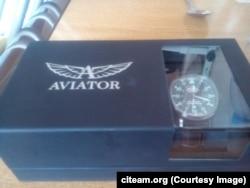 Годинник Aviator Airacobra, яким Сергій Шойгу нагородив Євгена Усова