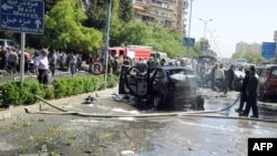 Սիրիա - Դամասկոսի Մազզեհ թաղամասում հարձակման ենթարկված ավտոմեքենաները, 29-ը ապրիլի, 2013թ.