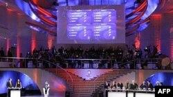 Войдя в число 16 сильнейших сборных Европы, российская команда обеспечила немалые доходы телеканалам, турфирмам и владельцам спортивных баров