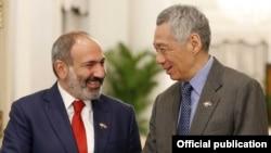Встреча премьер-министра АрменииНикола Пашиняна (слева) с премьер-министром СингапураЛи Сянь Луном, 8 июля 2019 г․