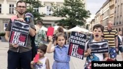 Під час акції з вимогою до Росії звільнити українського політв'язня Кремля Олега Сенцова. Краків (Польща), 1 червня 2018 року