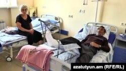 Պայթյունի հետևանքով վիրավորված Վանիկ Բաղդասարյանը հիվանդասենյակում: