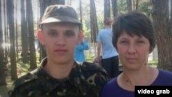 Арестованный Владимир с матерью