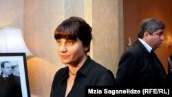 Все последние дни родственники и члены семьи Жвания избегали журналистов. Они не хотели комментировать видеоролик, который появился в интернете неделю назад, с фотографиями тела экс-премьера Грузии