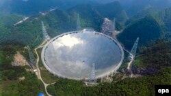 Вид на радиотелескоп FAST в Китае. 7 мая 2016 года.