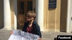 """Леонид Шайдуров, лидер профсоюза """"Ученик"""", на одиночном пикете против политических репрессий"""