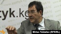 """Шамил Атаханов """"Азаттыктын"""" студиясында. Бишкек, 18-июль, 2011."""