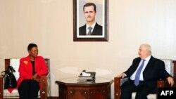 Комісар ООН з гуманітарних питань Валері Амос (ліворуч) і міністр закордонних справ Сирії Валід аль-Муалем, Дамаск, 7 березня 2012 року