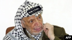 Palestine -- Yasser Arafat during an official meeting at his headquarters in the West Bank town of Ramallah, 04Jan2004