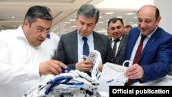 Armenia - Prime Minister Karen Karapetian (C) and Economic Development Minister Suren Karayan (R) visit a textile factory in Yerevan, 19 June, 2017.