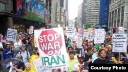 عکس مربوط تجمعی در سال ۲۰۰۸ در شهر نیویورک است.