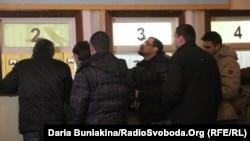 Черкаські чоловіки записуються в добровольці, Черкаси, 3 лютого 2014 року