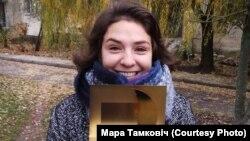 Мара Тамковіч з узнагародай «Лістападу» за фільм «Дачка»