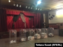 Сільский клуб прикрасили до виборів
