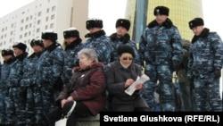 Астанадағы полицейлер. (Көрнекі сурет).