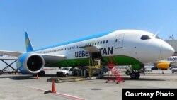 Самолет Boeing 787-8 Dreamliner «Узбекских авиалиний».