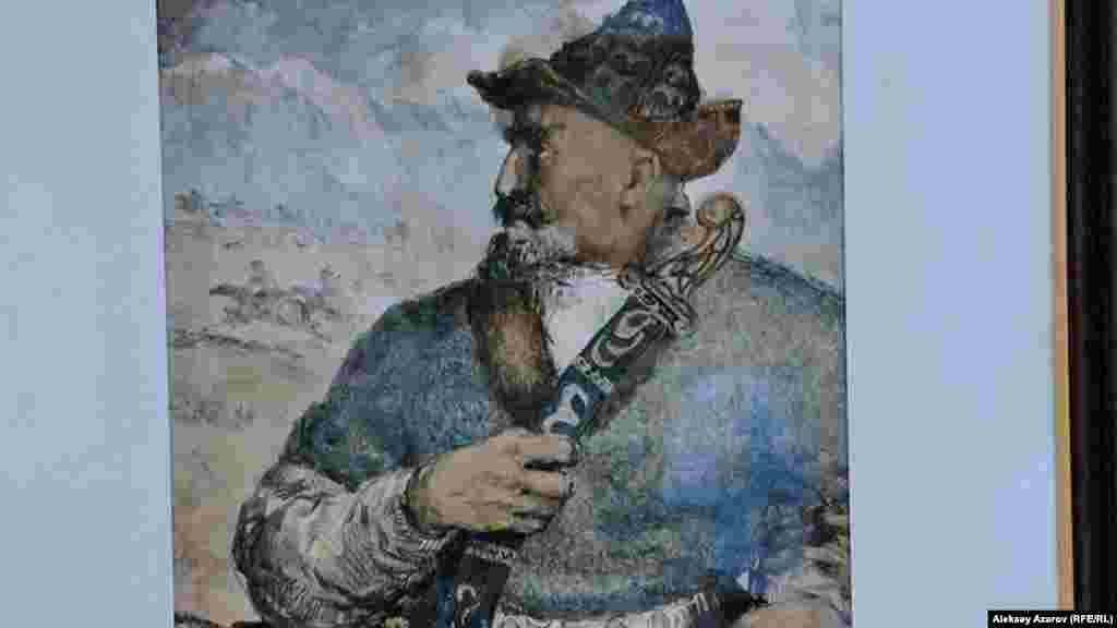 На выставке «Эхо Великой степи» немного работ, выполненных в советское время. Одна из них – портрет Кенесары хана в исполнении Аубакира Исмаилова. Он датирован 1941-м годом. В то время восстание Кенесары в советской историографии трактовалось как прогрессивное, антиколониальное. Среди выставленных работ есть еще две, на которых изображен Кенесары. Они сделаны в постсоветское время.
