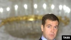 Судя по высказываниям Дмитрия Медведева, суверенная демократия Кремлю не пригодилась