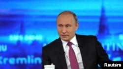 Владимир Путин ҳангоми гуфтугӯи мустақим. 15 июни соли 2017