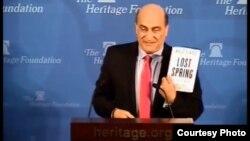 الباحث وليد فارس يعرض كتابه في مؤسسة التراث بواشنطن
