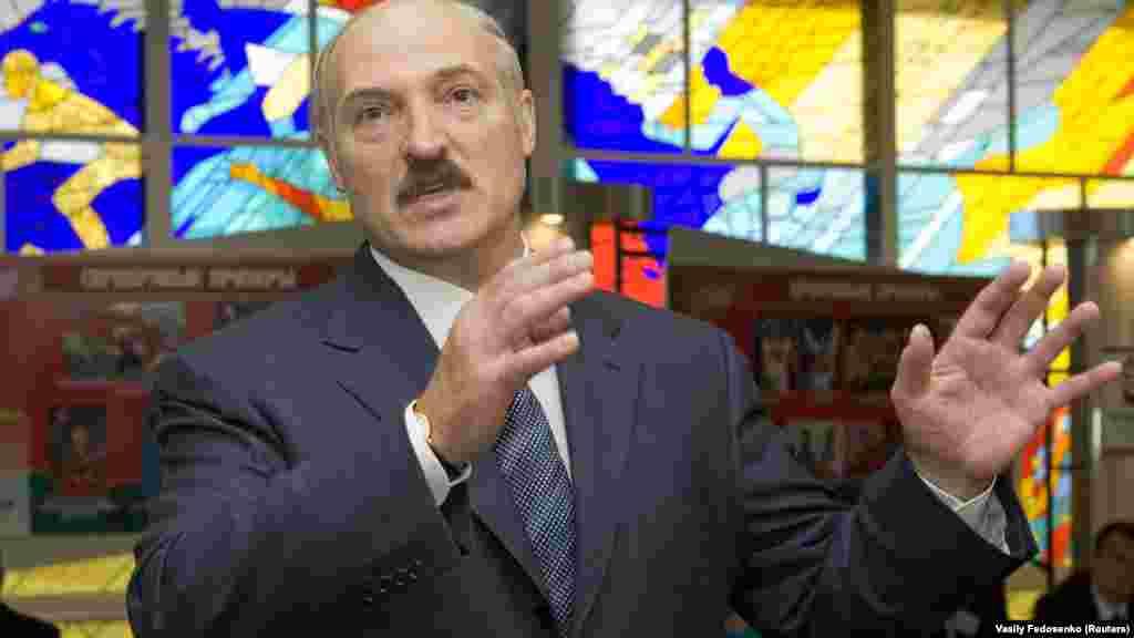 2008 год. Пасьля парлямэнцкіх выбараў, не прызнаных Захадам, Лукашэнка кажа пра спадзевы на паляпшэньне стасункаў з Эўразьвязам. У гэтым годзе ў Беларусі ўпершыню з канца 1990-х ударыць моцны фінансавы крызіс