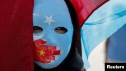 Organizacije za zaštitu ljudskih prava ističu da Peking žestoko progoni pre svega Ujgure (Fotografija: protest u Istanbulu zbog represije nad Ujgurima, 1. oktobar 2019.)
