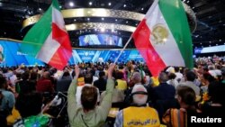Напад мали здійснити на зборах Національної ради опору Ірану в передмісті Парижа 30 червня. Захід відвідали 25 тисяч іранців, опозиційно налаштованих до уряду в Тегерані