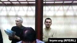 Засідання суду, (ліворуч) Назімов і Степанченко (руки схрестив на грудях), листопад 2017 року