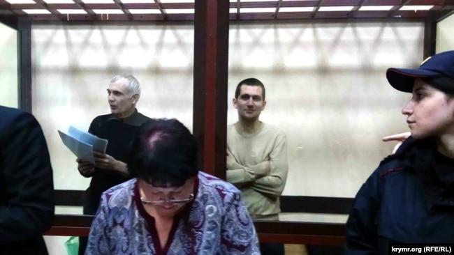 Алексей Назимов (слева) и Павел Степанченко в суде, 20 ноября 2017 года