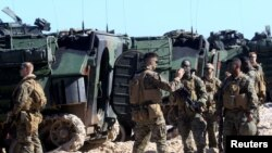Вояки США відпочивають під час військових маневрів НАТО BALTOPS-2017 поблизу Вентспілса у Латвії в червні цього року