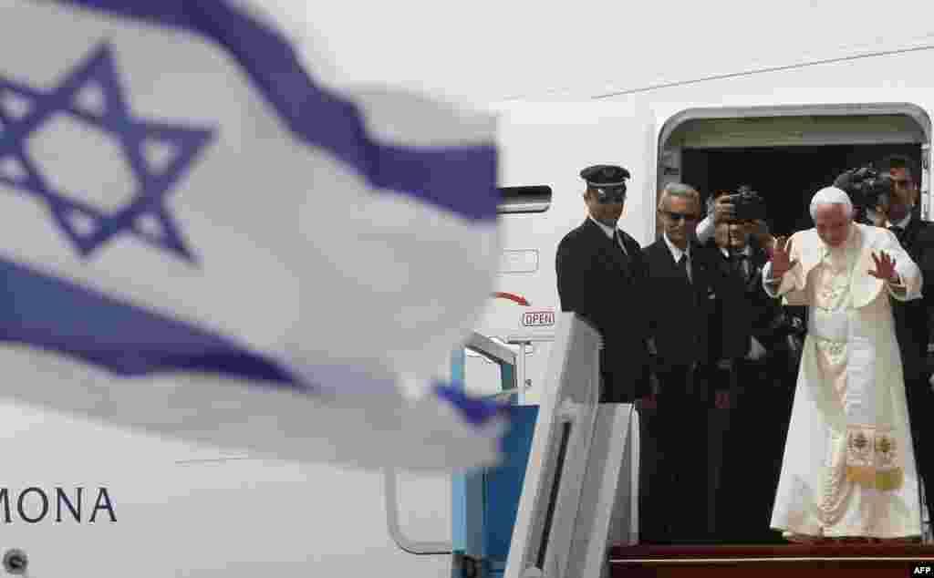 Папа Римский покидает Израиль